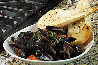 TGM_steamed_mussels_BIG
